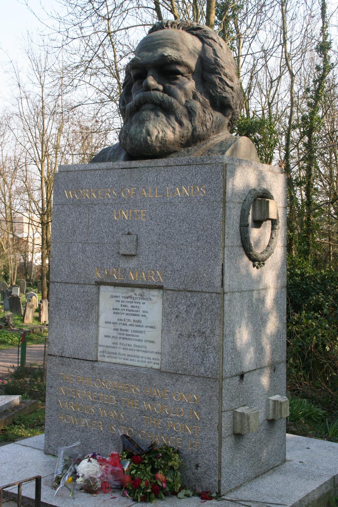 Highgate_Cemetery_-_Karl_Marx's_grave,_H