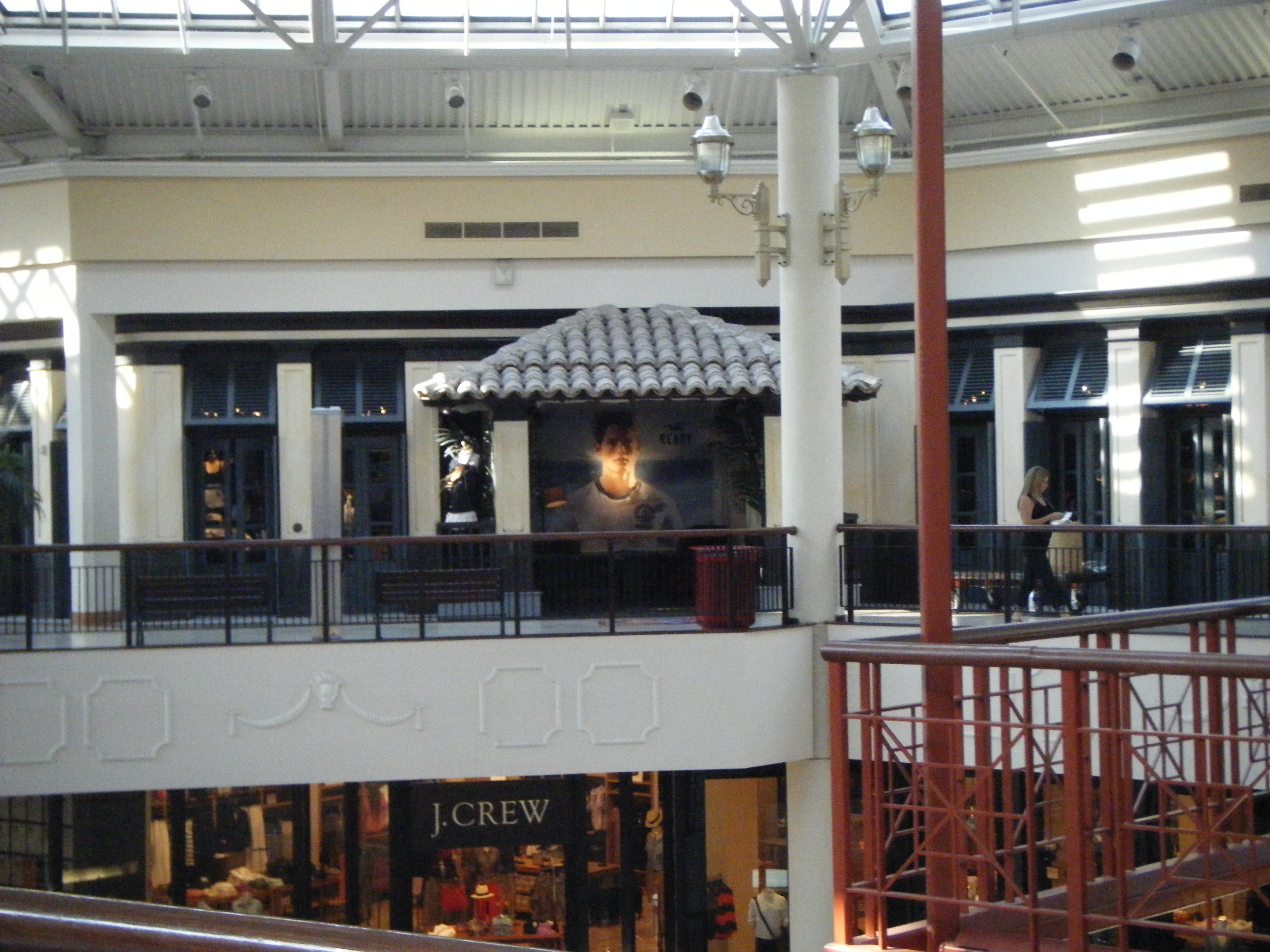 File:Hollister ... Mall Pennsylvania