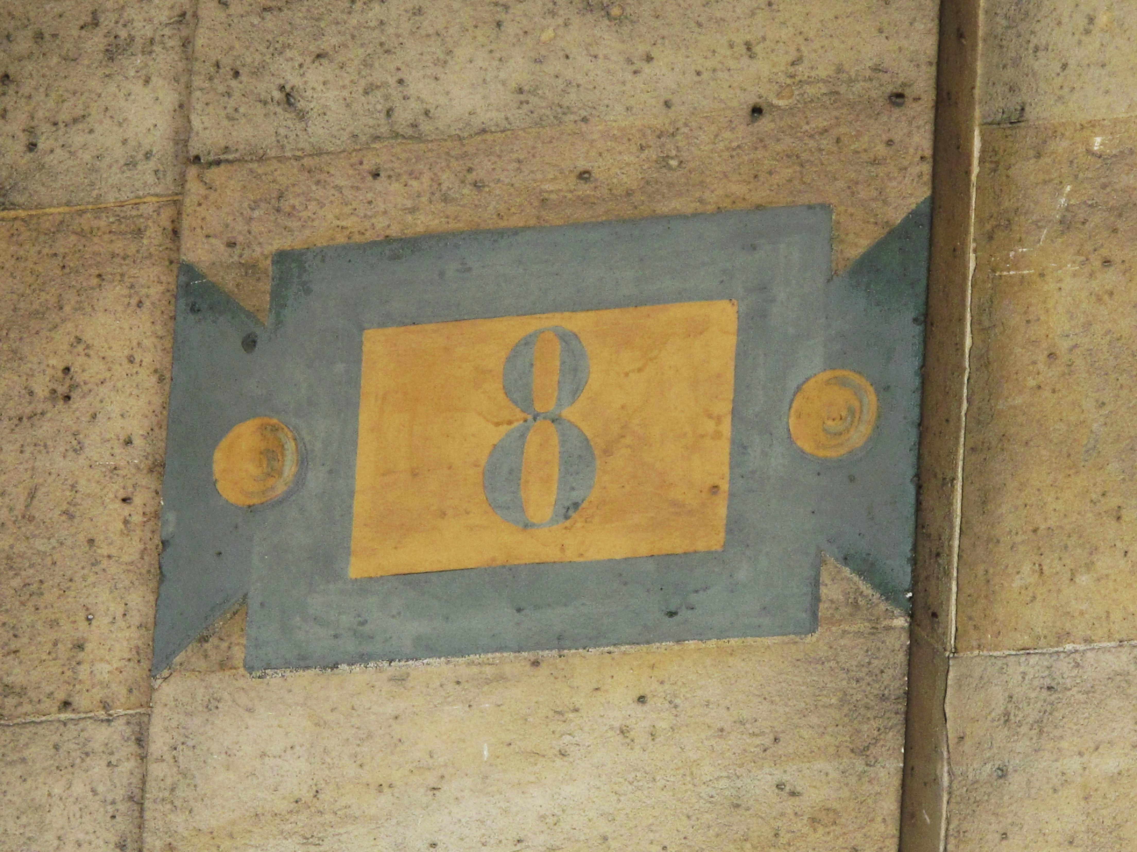 File house number 8 place de la wikimedia for Number 16 house