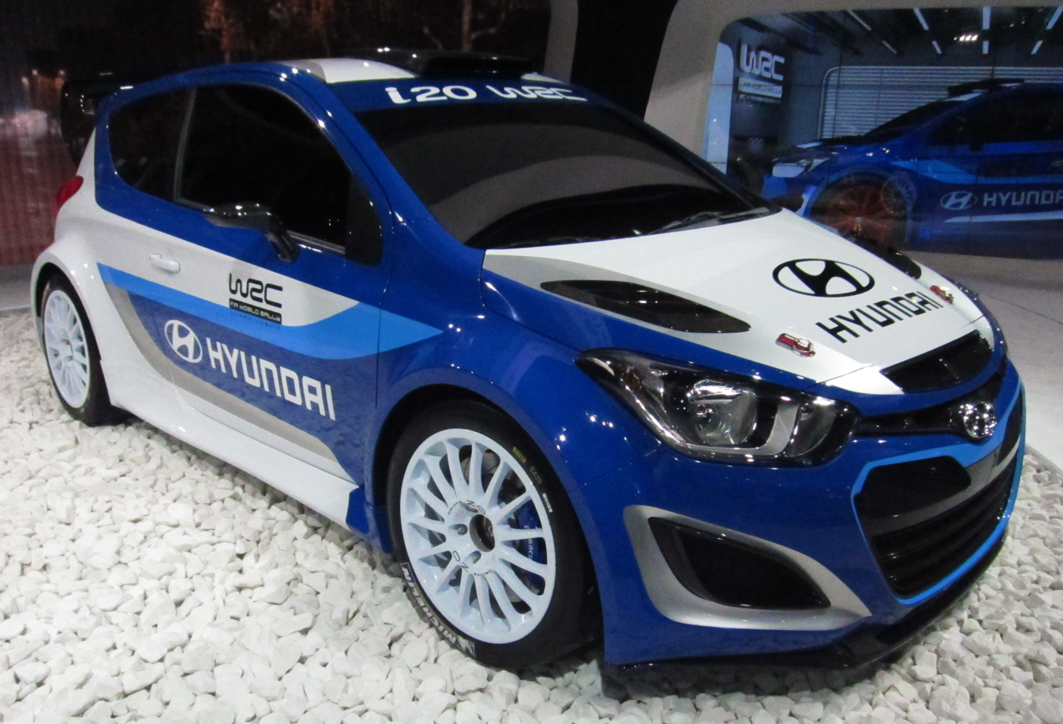 Description Hyundai i20 WRC (front quarter).JPG