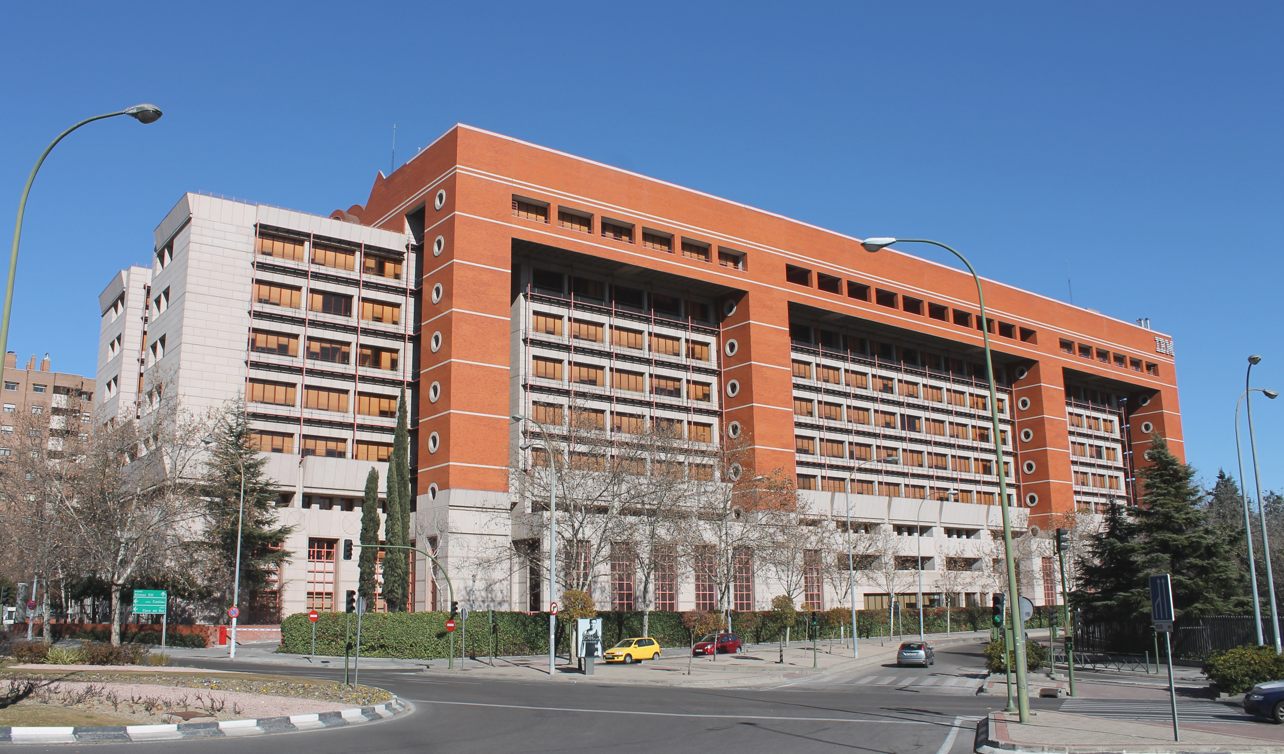 Resultado de imagen de edificio ibm madrid