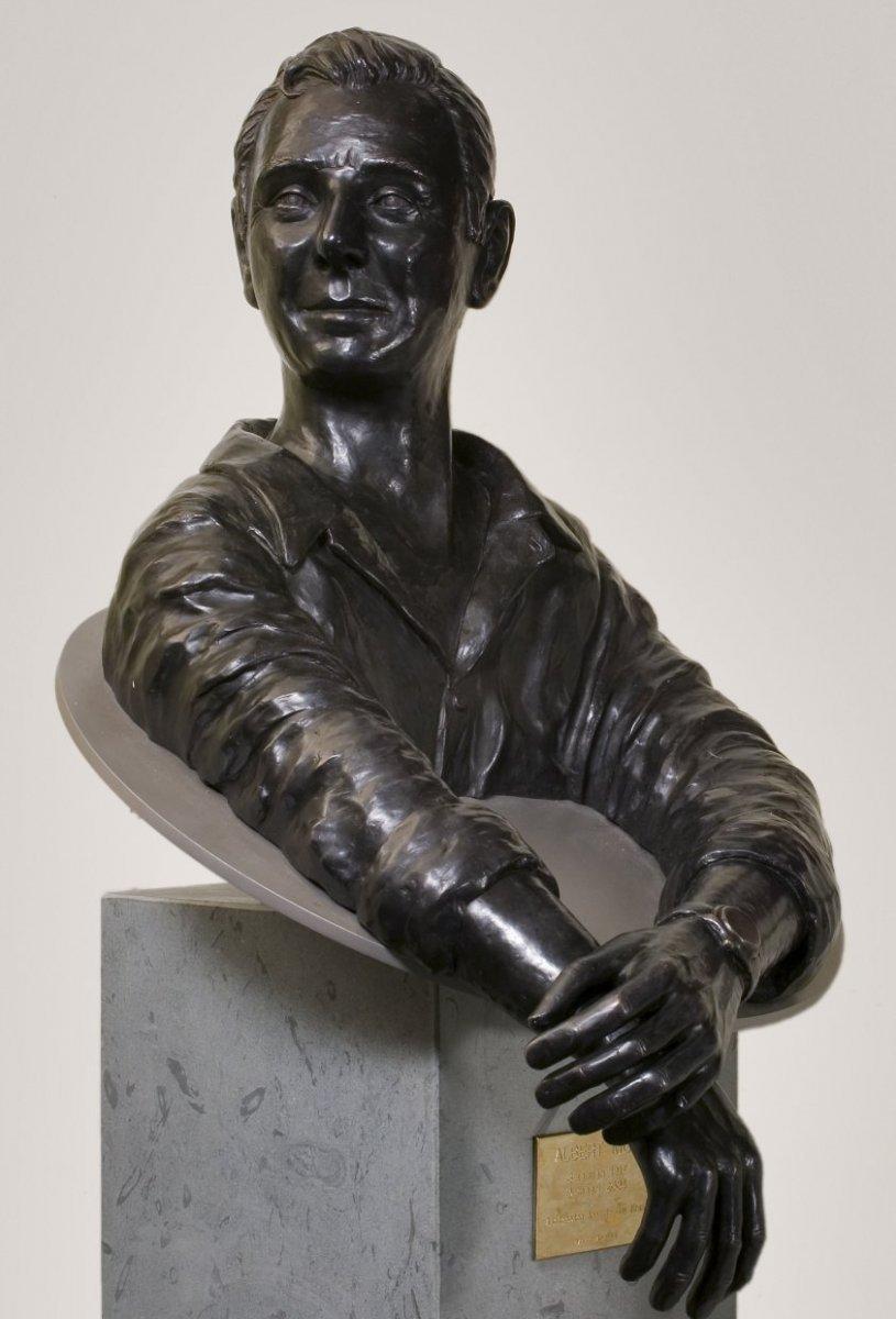 File:Interieur, buste van Albert Mol - Amsterdam - 20383844 - RCE ...
