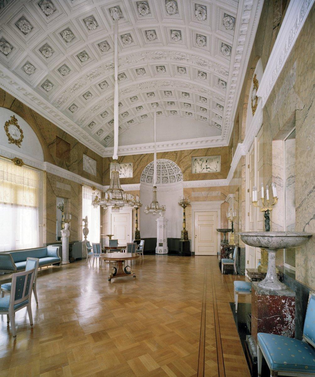 File interieur overzicht van de stuczaal met gebogen - Makers van het interieur ...