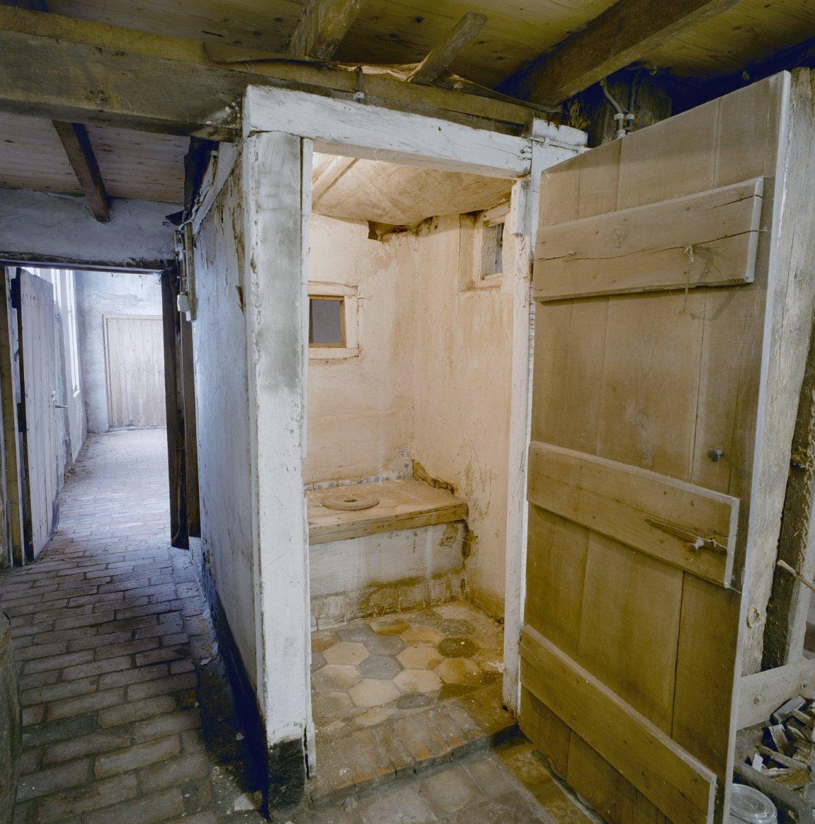 File:Interieur, toilet op de deel - Winterswijk - 20346502 - RCE.jpg ...