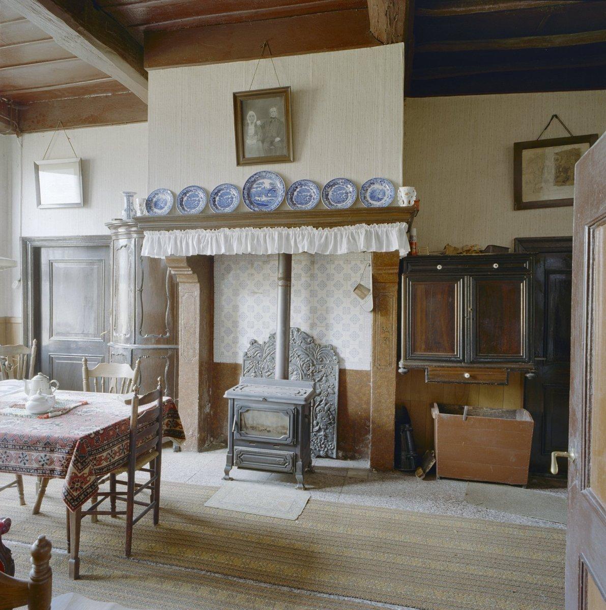 Kookeiland Woonkeuken : File Interieur voorhuis, oude keuken Winterswijk