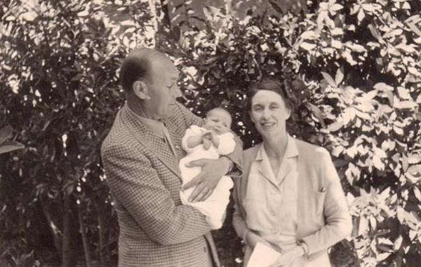 Antonio and Iris Origo with baby daughter Donata, at [[La Foce