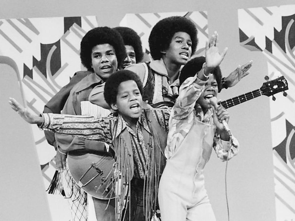 Jackson (abajo a la derecha) como miembro de los Jackson 5 en una aparición especial en The Jim Nabors Hour (1970).