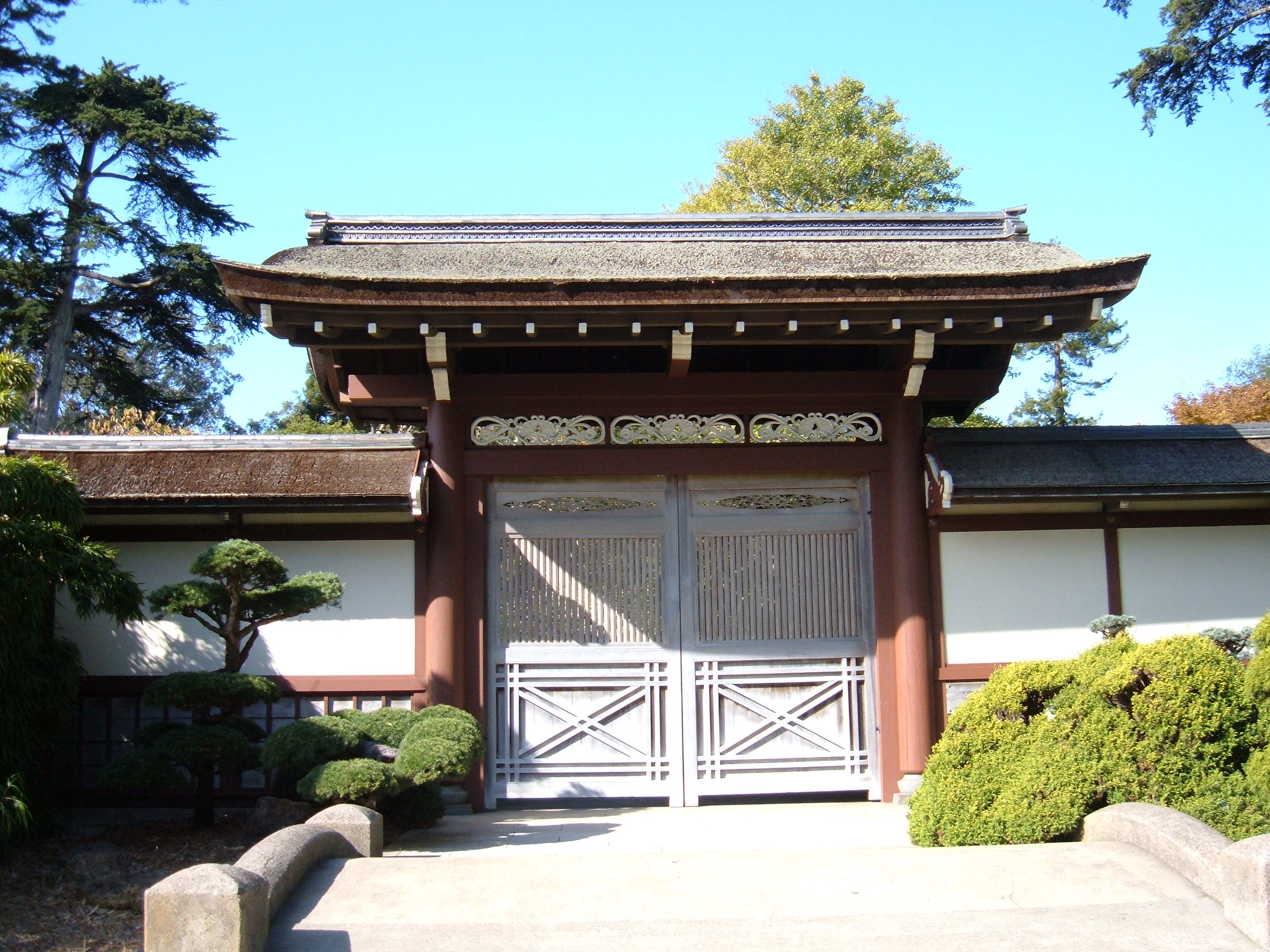 File japanese tea garden sf gate 1 jpg wikimedia commons for Make a japanese garden gate