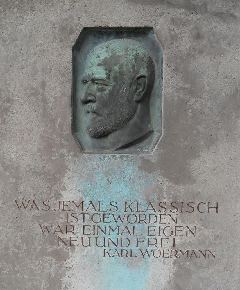 Grave relief of Woermann at the Urnenhain Tolkewitz in Dresden