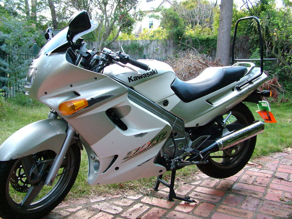 Motorcycle Kawasaki ZZR 250: photos, review, specifications, owner reviews 56