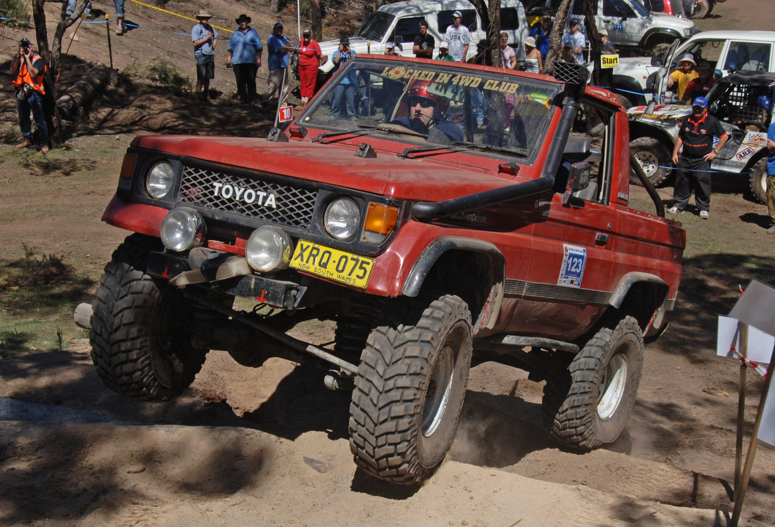Toyota Land Cruiser Wiki >> File:Land Cruiser 70-series bundera 3.jpg - Wikimedia Commons