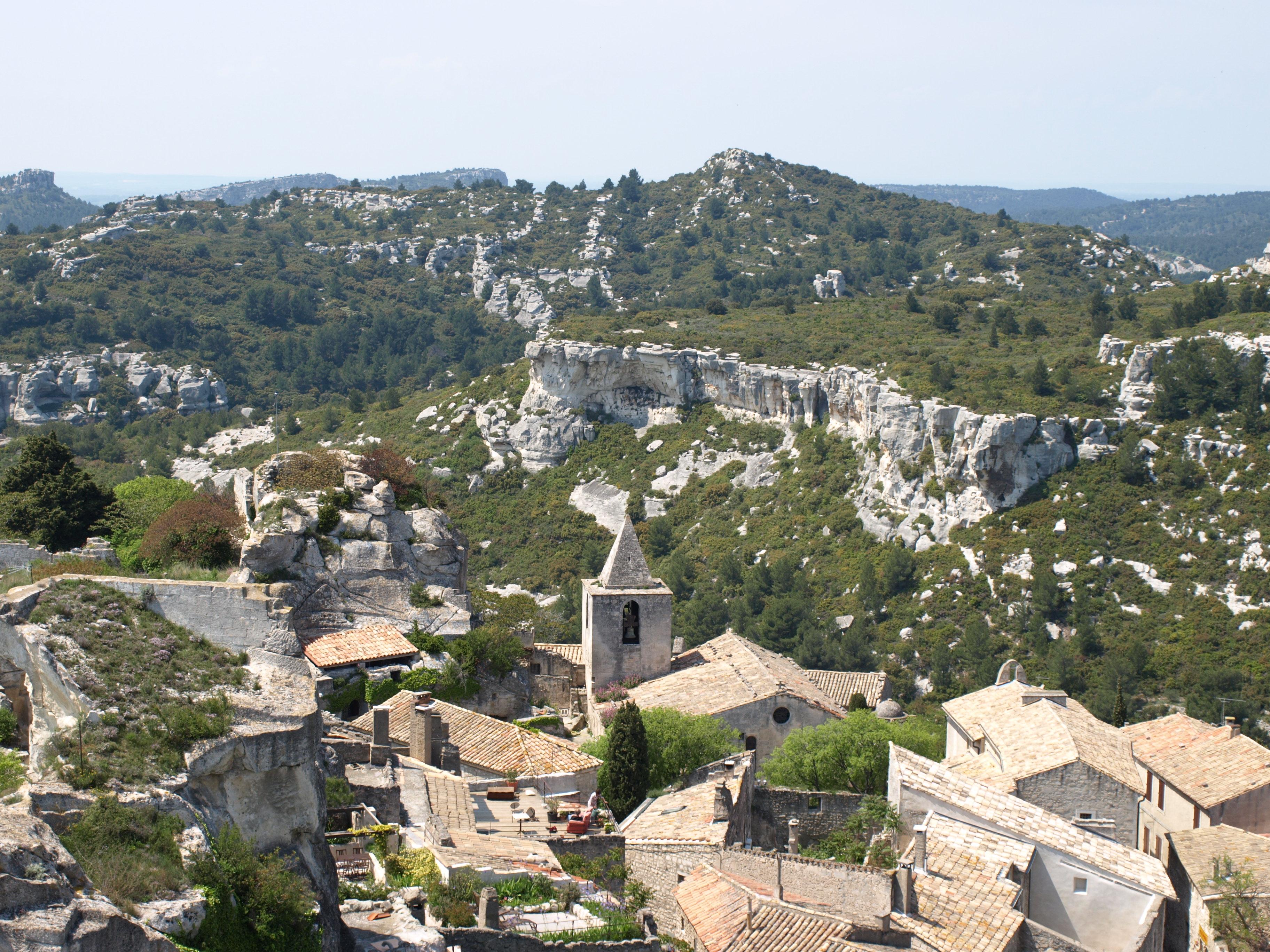 File les baux de provence le village jpg wikimedia commons - Office du tourisme des baux de provence ...