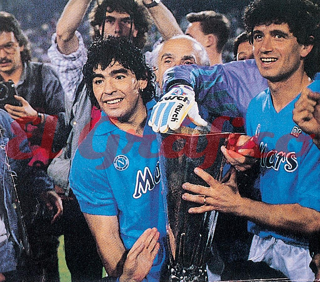 File Maradona Napoli Uefa Cup Jpg Wikimedia Commons