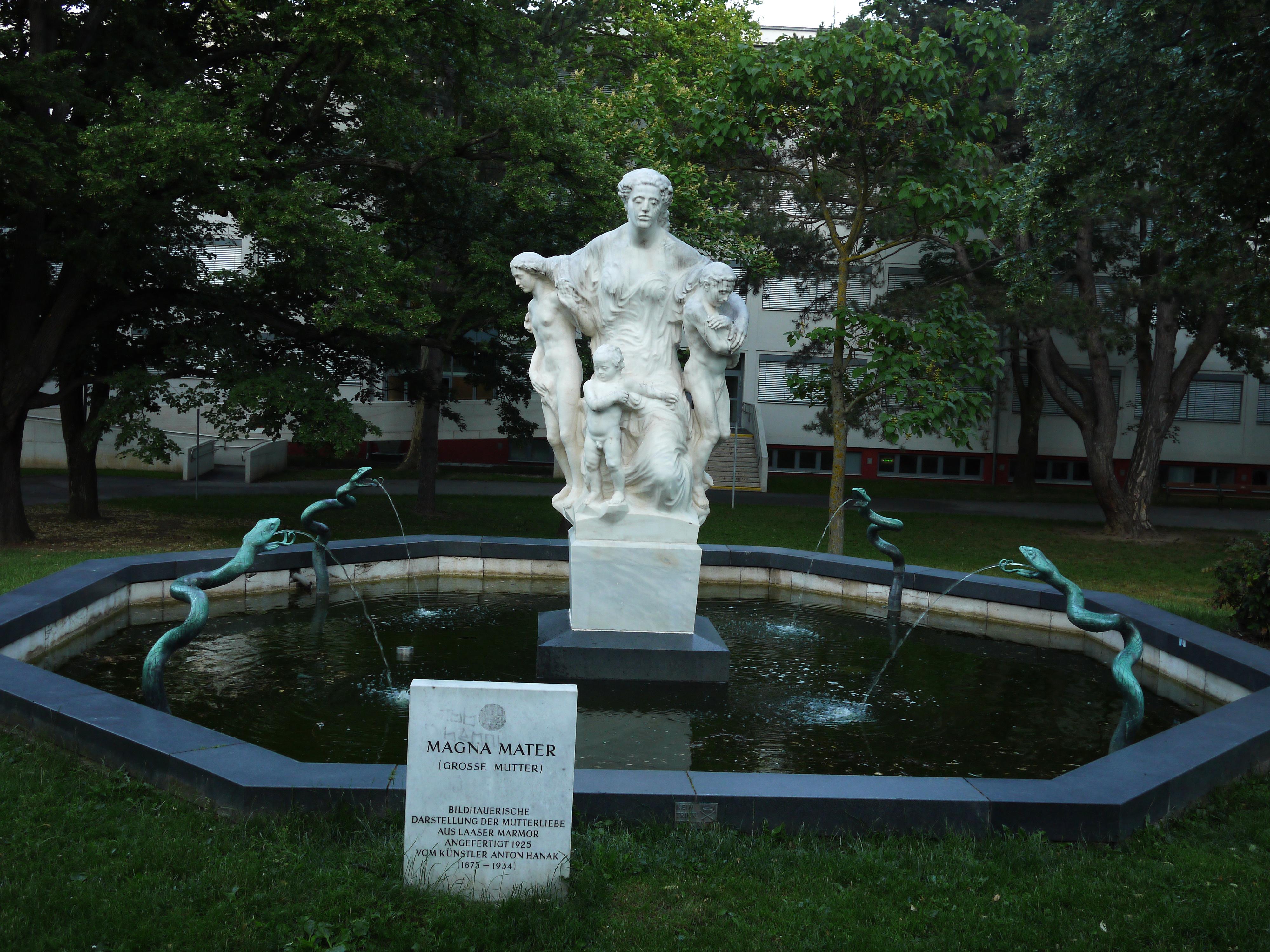 Maurer_Rathauspark_Magna_Mater_Brunnen.JPG