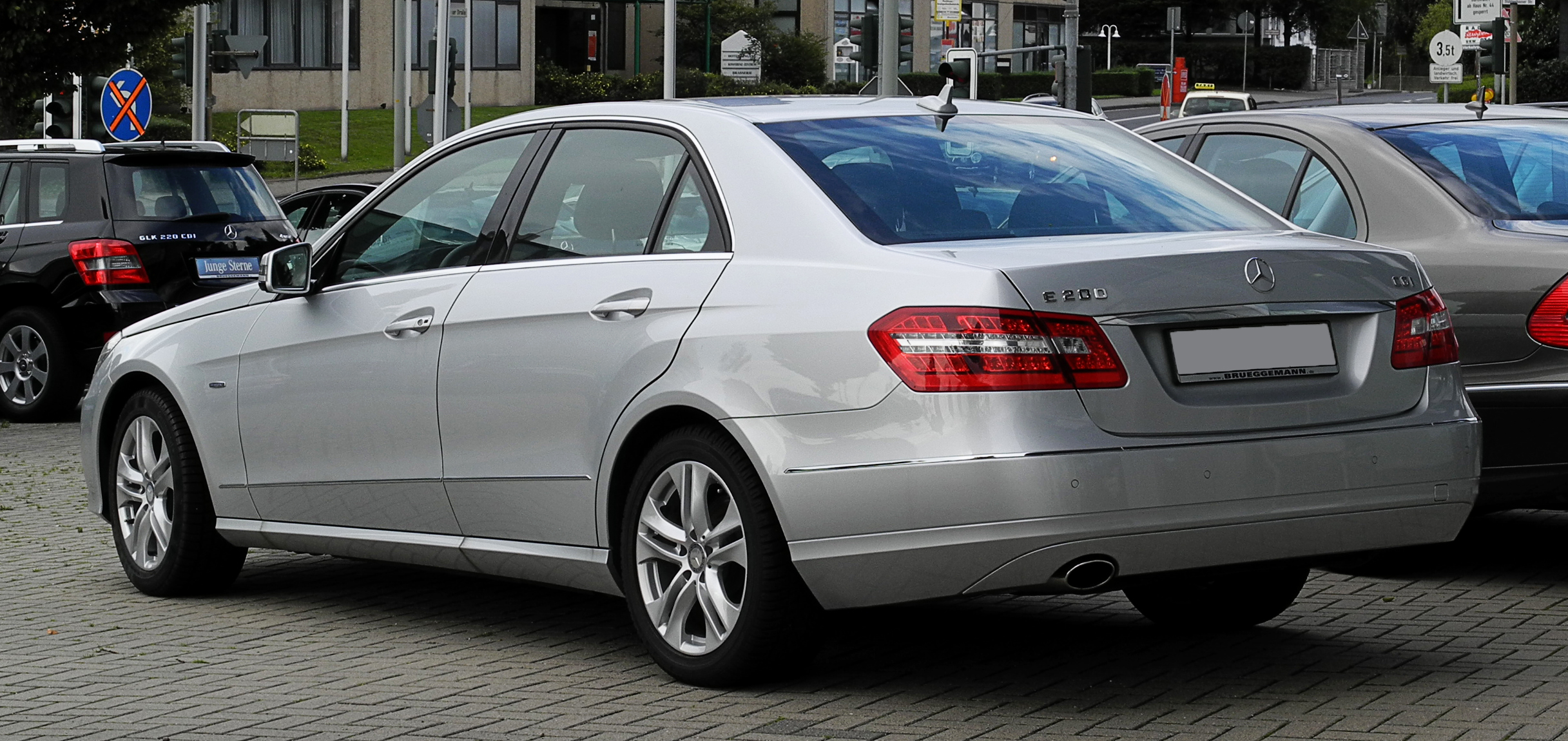 File:Mercedes-Benz E 200 CGI BlueEFFICIENCY Avantgarde (W 212 ...