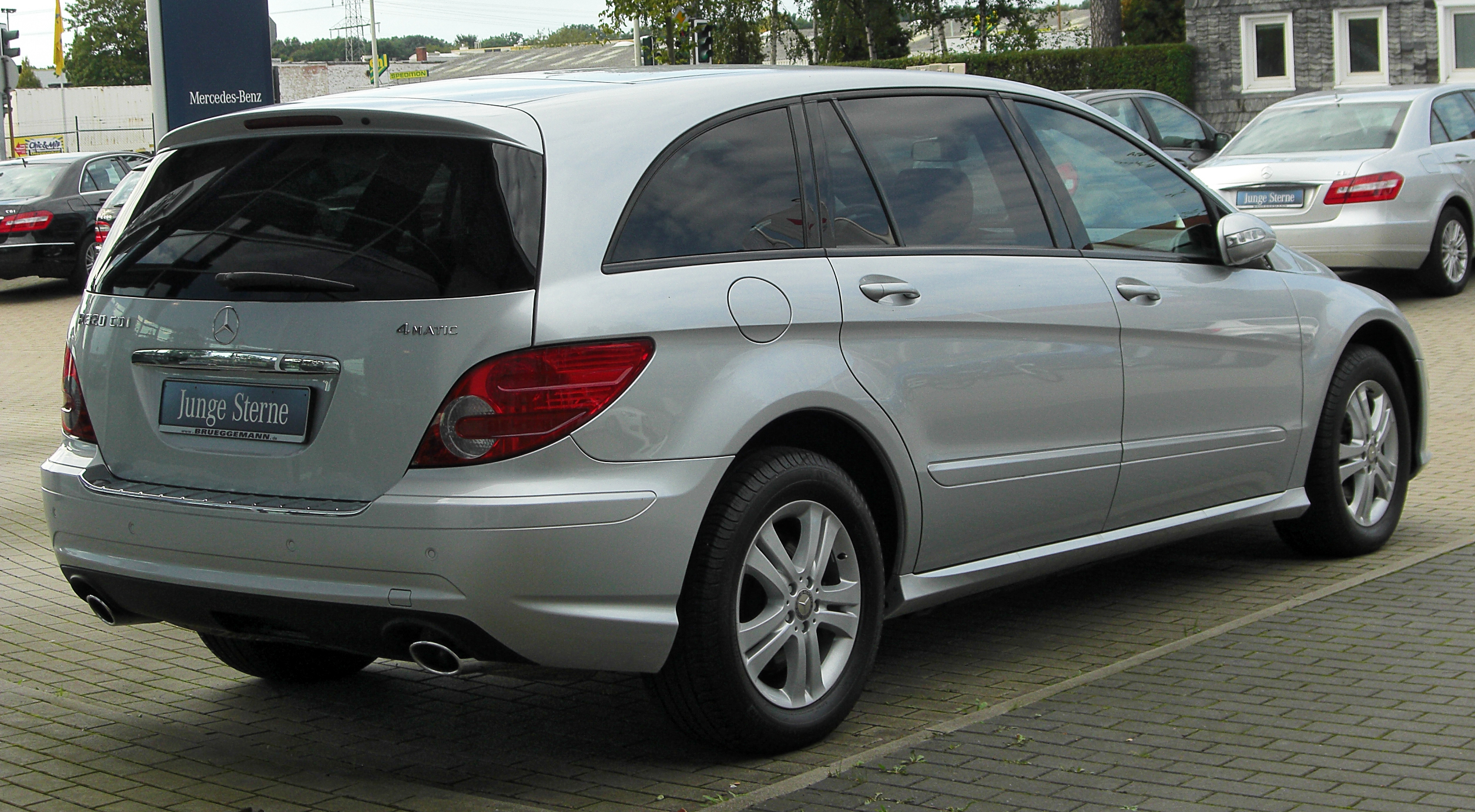 File:Mercedes R 320 CDI 4MATIC L (V251) I. Facelift rear 20100918 ...