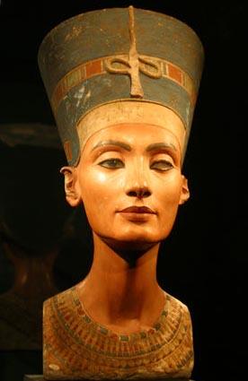Бюст Нефертити, одна из самых известных находок Людвига Борхардта