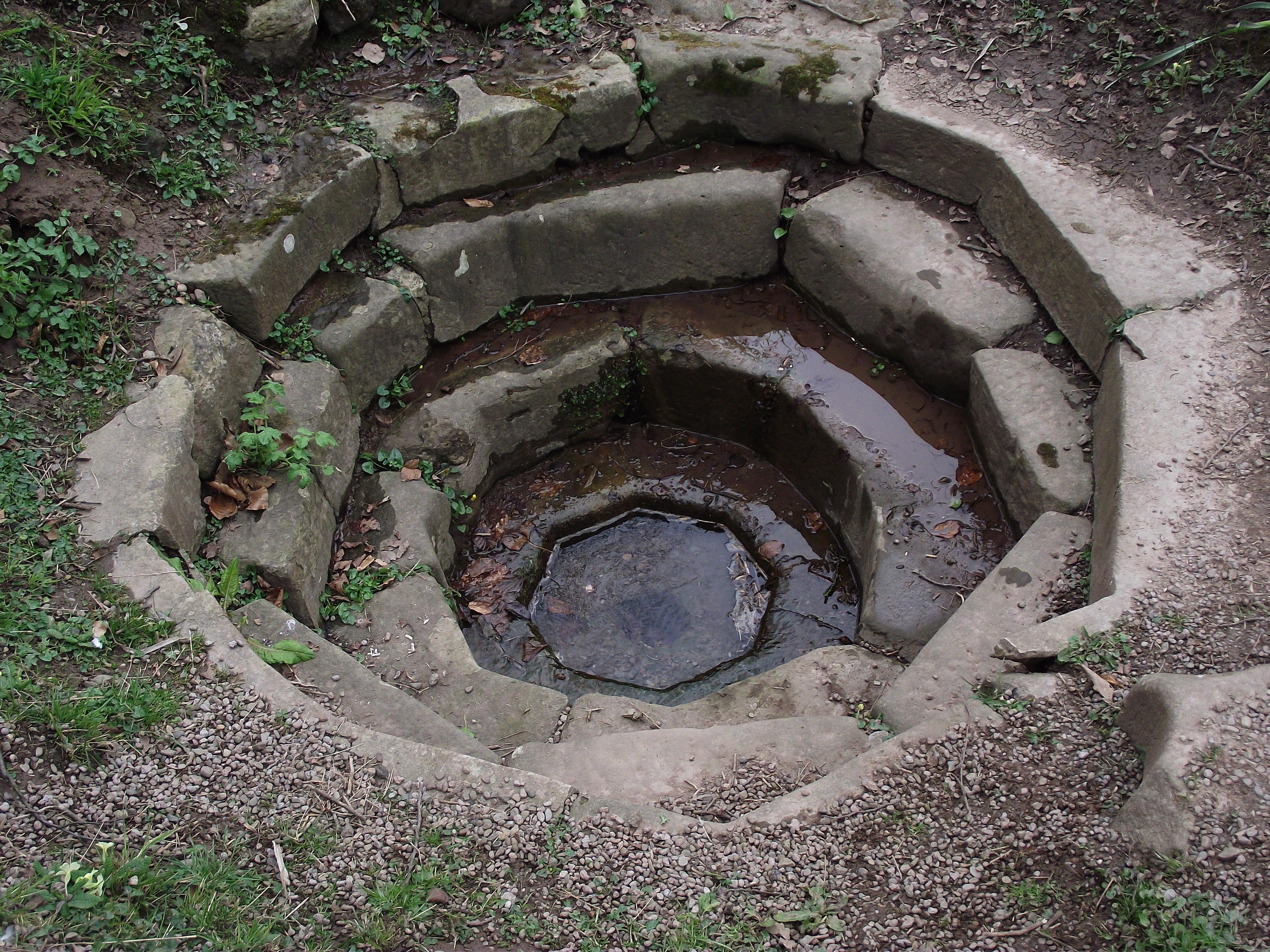 File Octagonal Roman Cistern At The Weir Garden Jpg