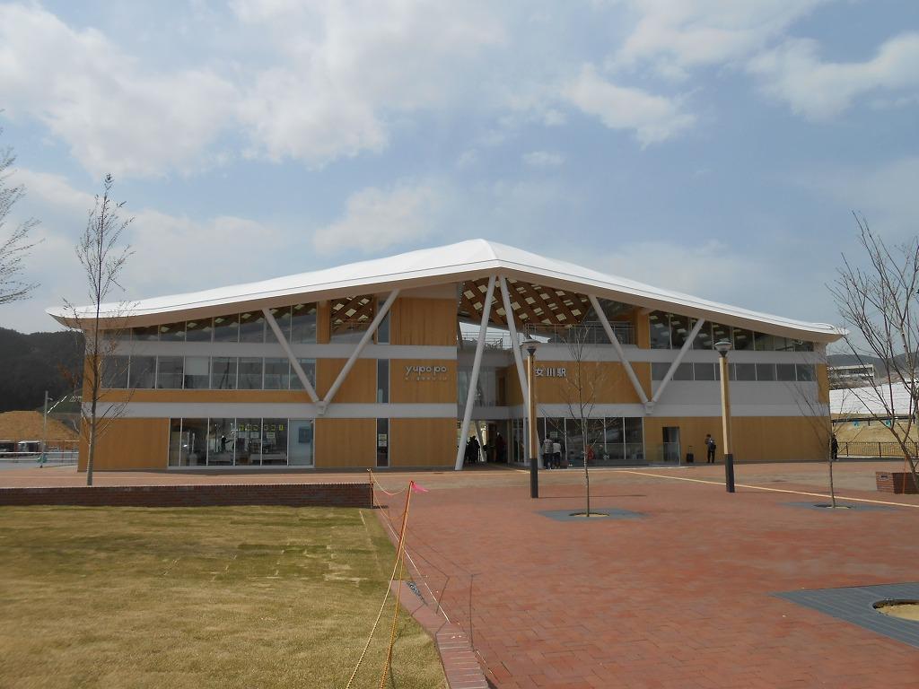 https://upload.wikimedia.org/wikipedia/commons/9/94/Onagawa-stn-01.jpg