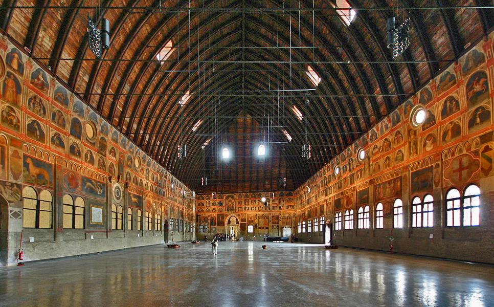 Palazzo della Ragione Padua Saal.jpg