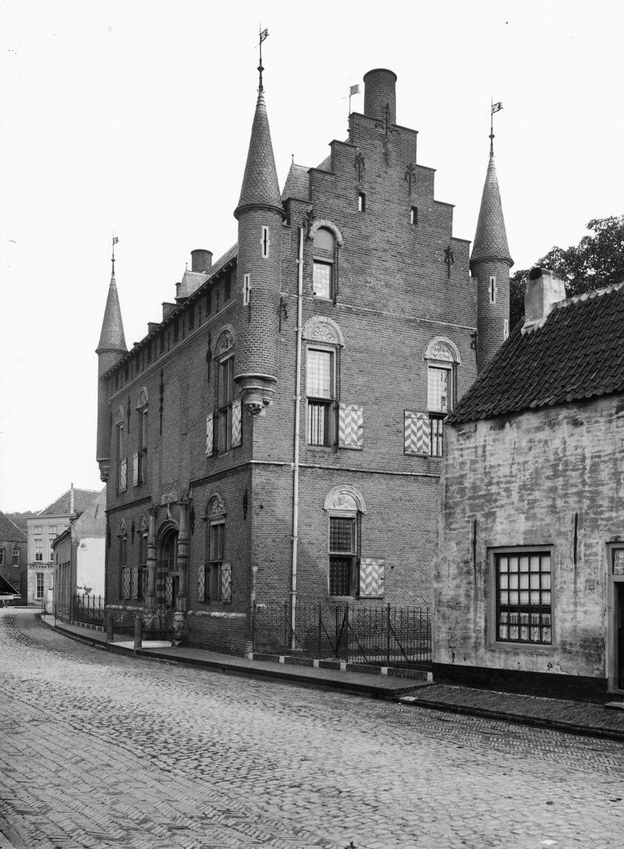 Huis Maarten Van Rossum Stadskasteel In Zaltbommel Gelderland Monument Rijksmonumenten Nl