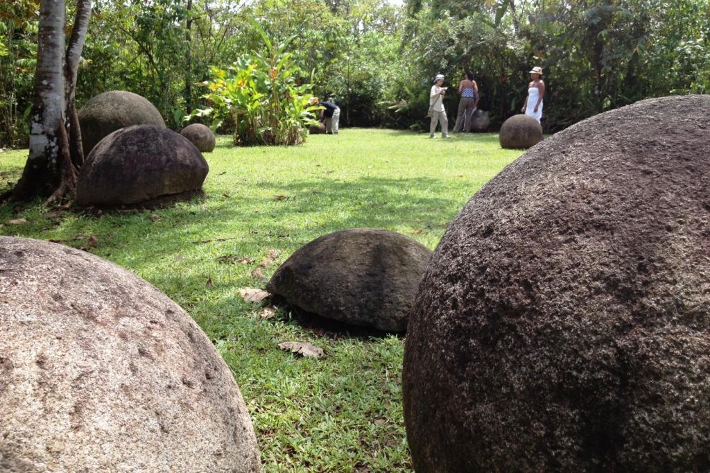 Parque de las Esferas de Costa Rica.JPG