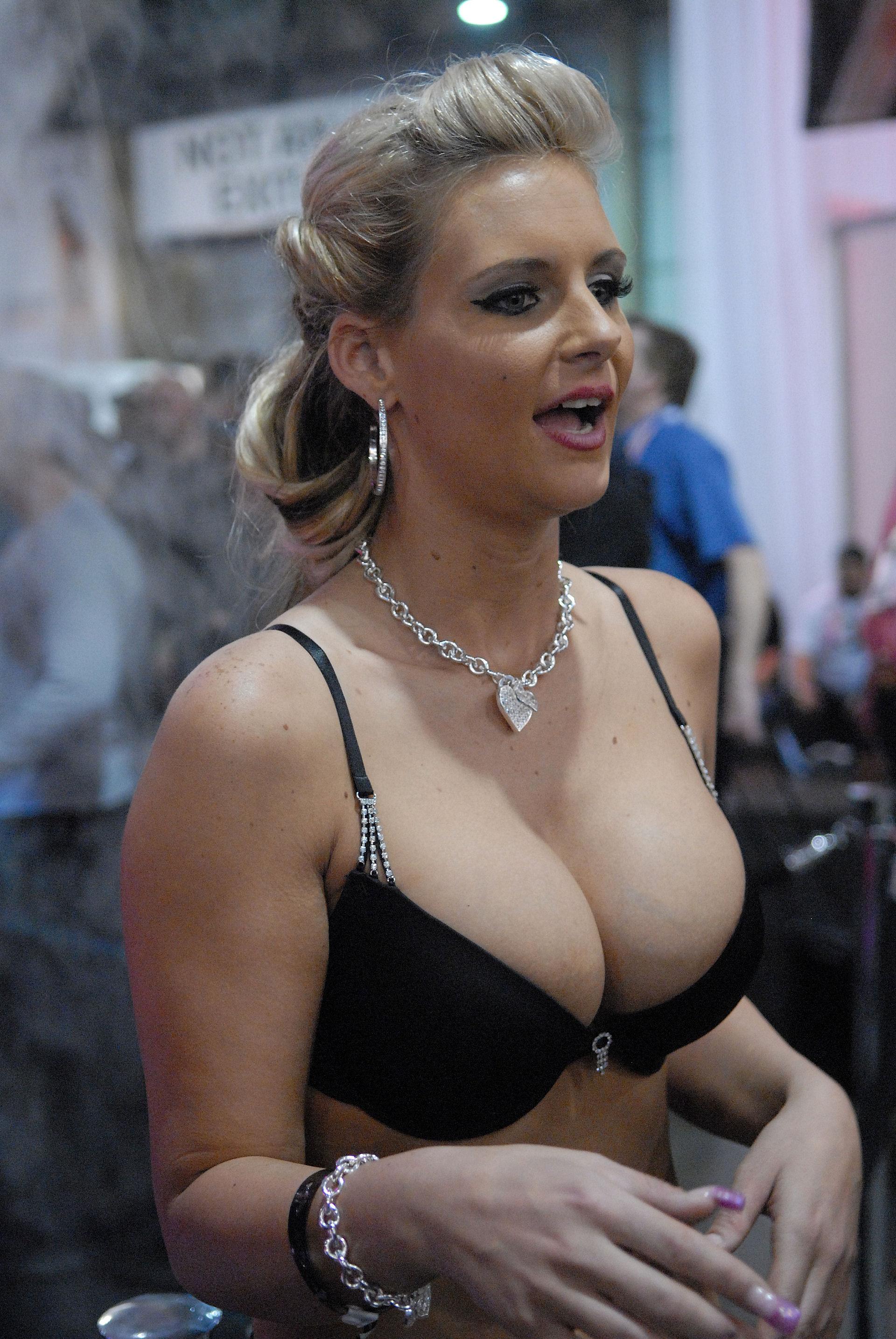 Классный порно феникс мария фотосессия скандал секс реально