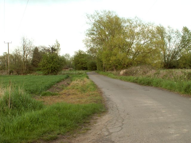 Public footpath near to Paper Mill Lock - geograph.org.uk - 797862