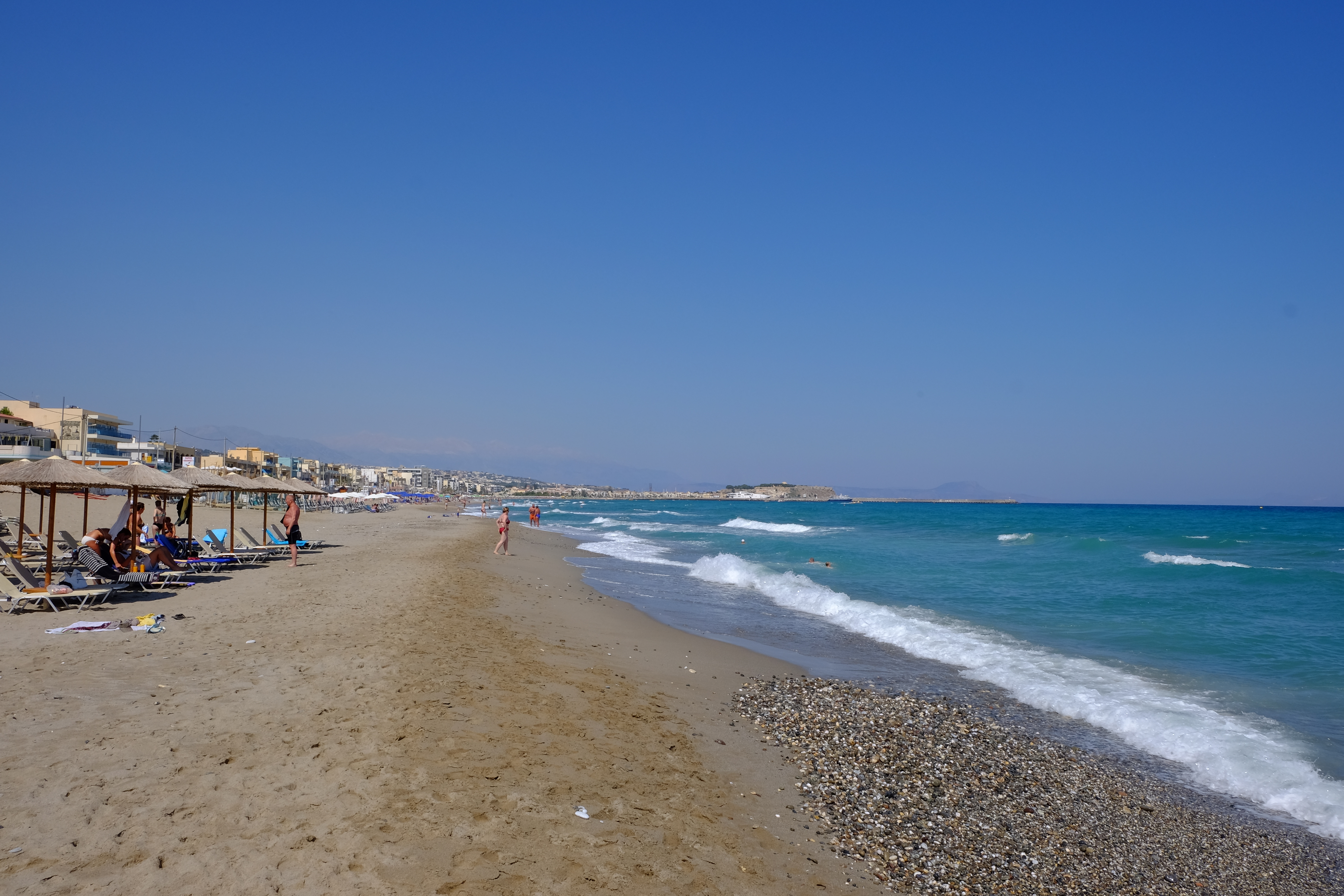 description of a beach on a summers day A summer's day at the beach summers day at the beach one summers day when i was nine years old i can remember going to the beach the sun seemed brighter than i had ever seen it before and.