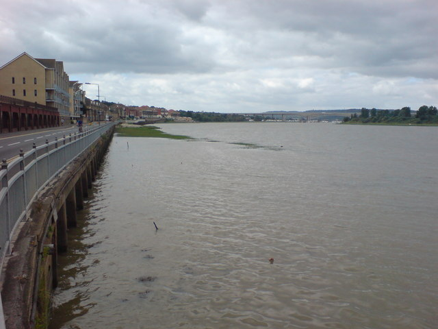 File:River Medway and The Esplanade, Rochester - geograph.org.uk - 914083.jpg