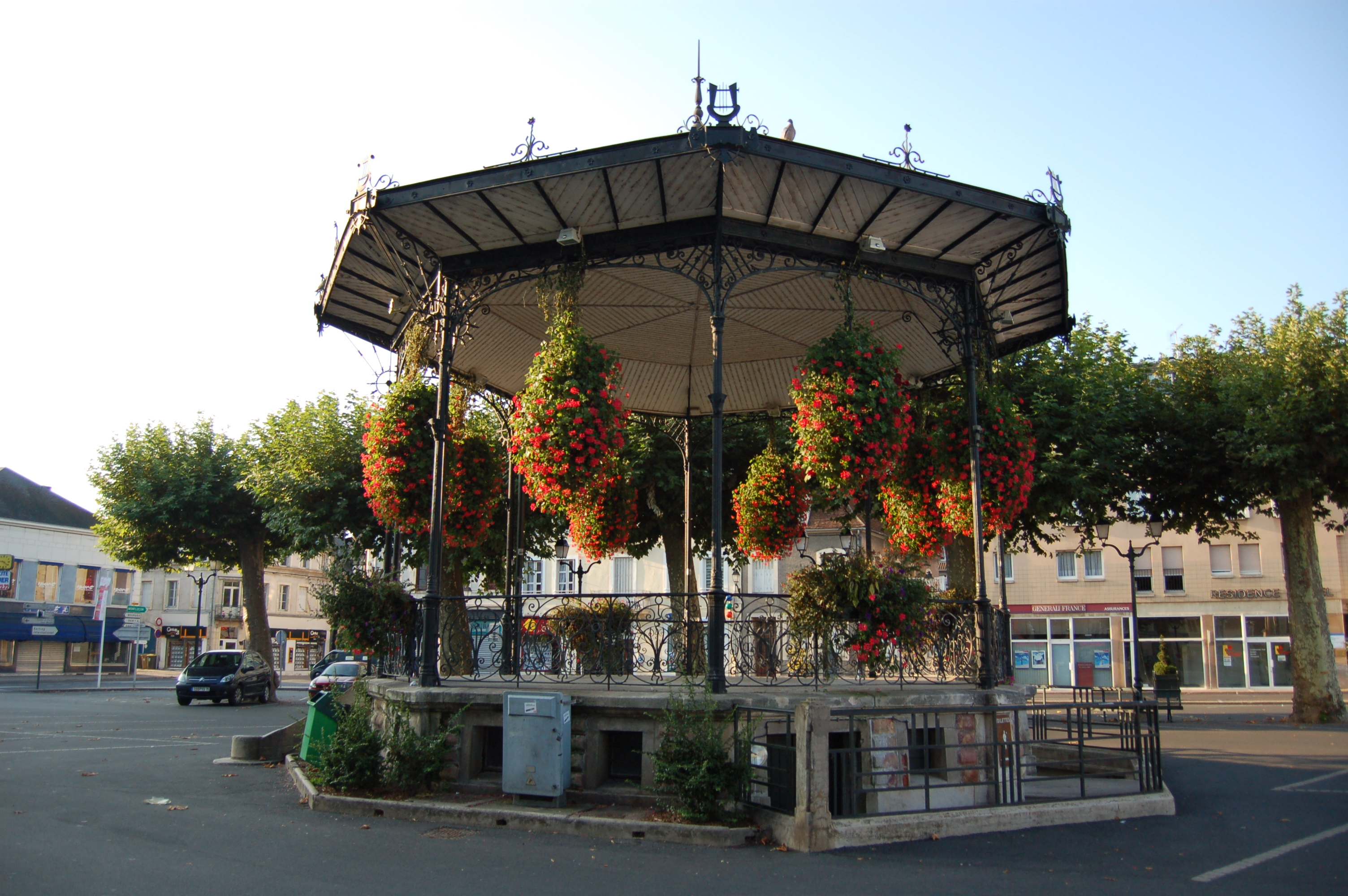 File saint amand montrond jpg wikimedia commons - Office de tourisme saint amand montrond ...