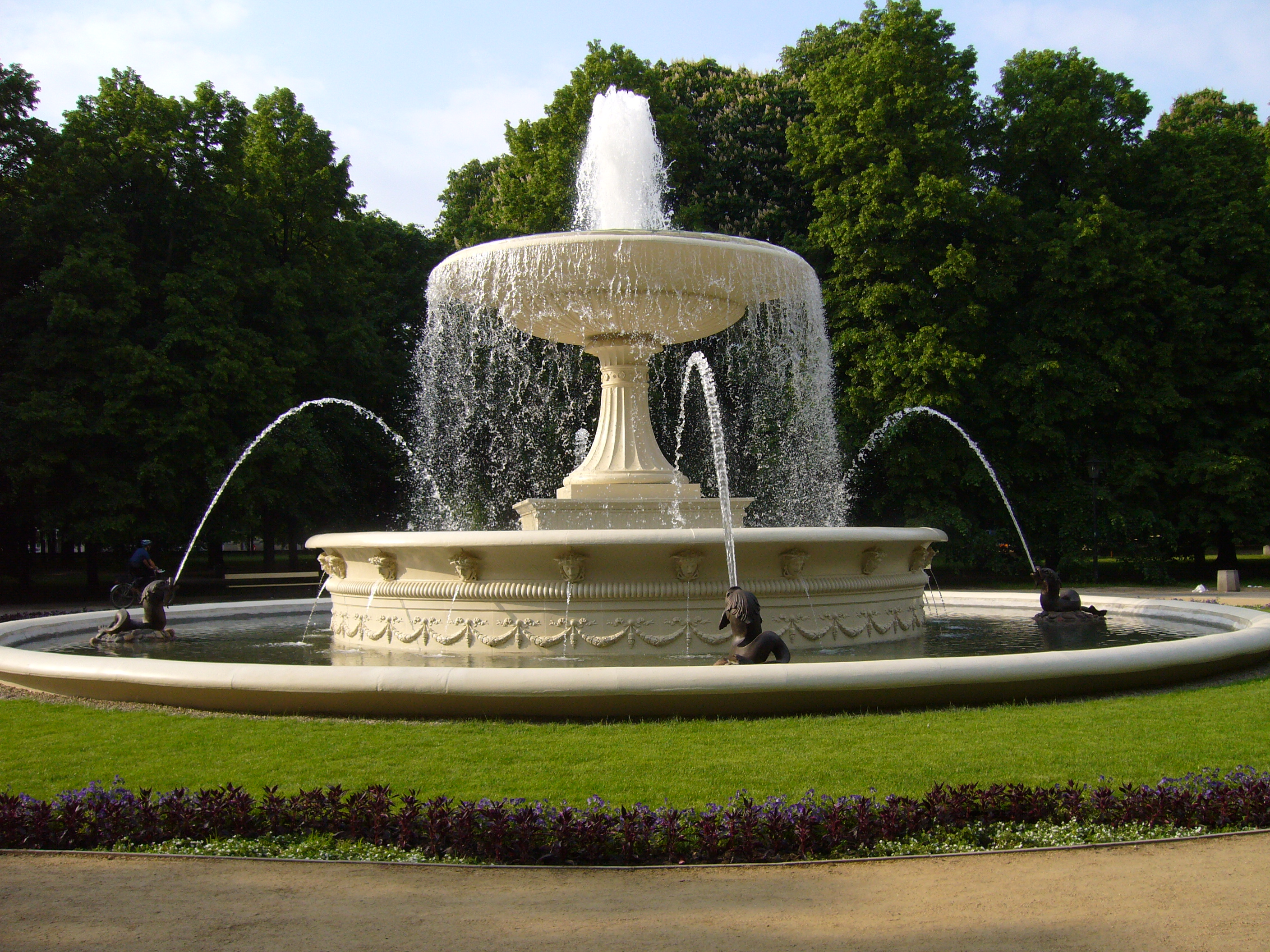 File:Saxon Garden Fountain