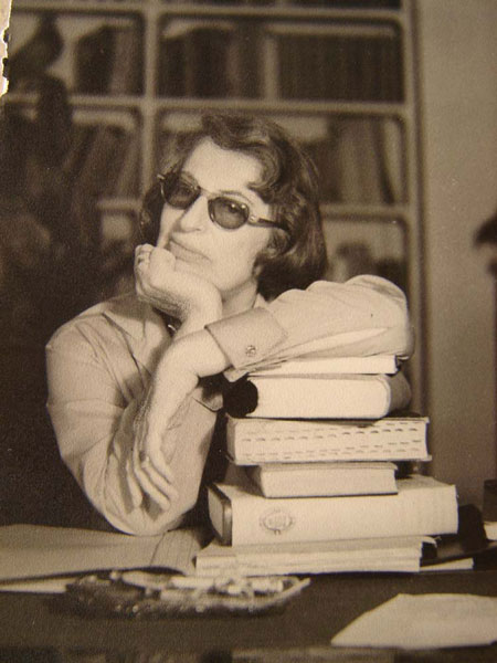 Silvina Ocampo, in a photo taken by her husband, [[Adolfo Bioy Casares]]