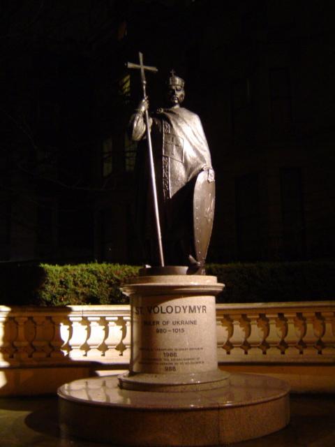 St Volodymyr statue.jpg