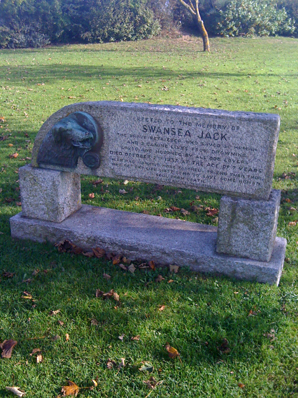 Swansea Jack memorial.jpg