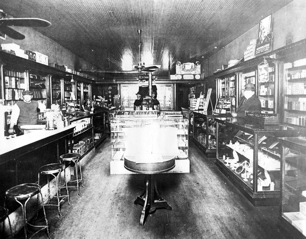 File:TexasRichardson drugStore.jpg