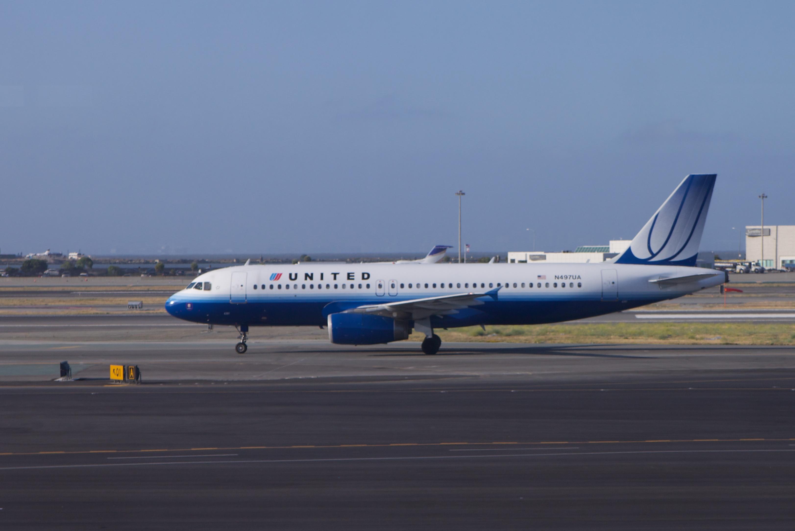 File:United Airbus A320.jpg - Wikimedia Commons