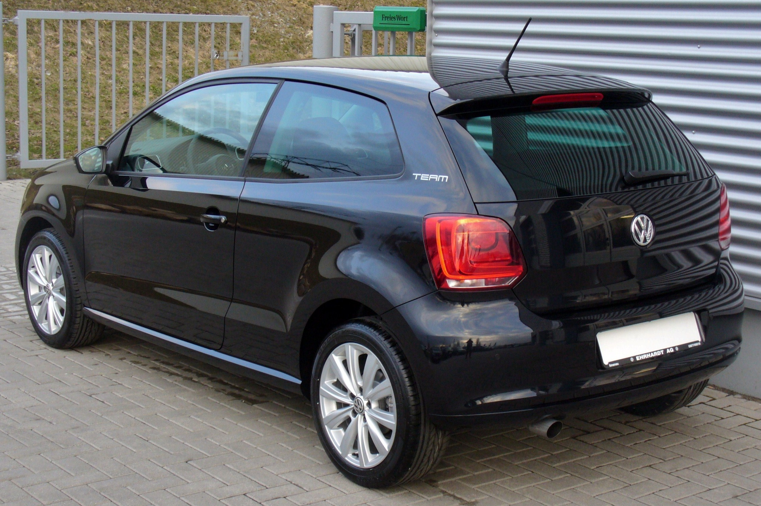 file vw polo v 1 2 tsi team deepblack heck jpg wikimedia commons. Black Bedroom Furniture Sets. Home Design Ideas