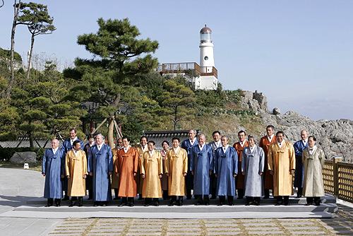 Vladimir_Putin_at_APEC_Summit_in_South_Korea_18-19_November_2005-8.jpg