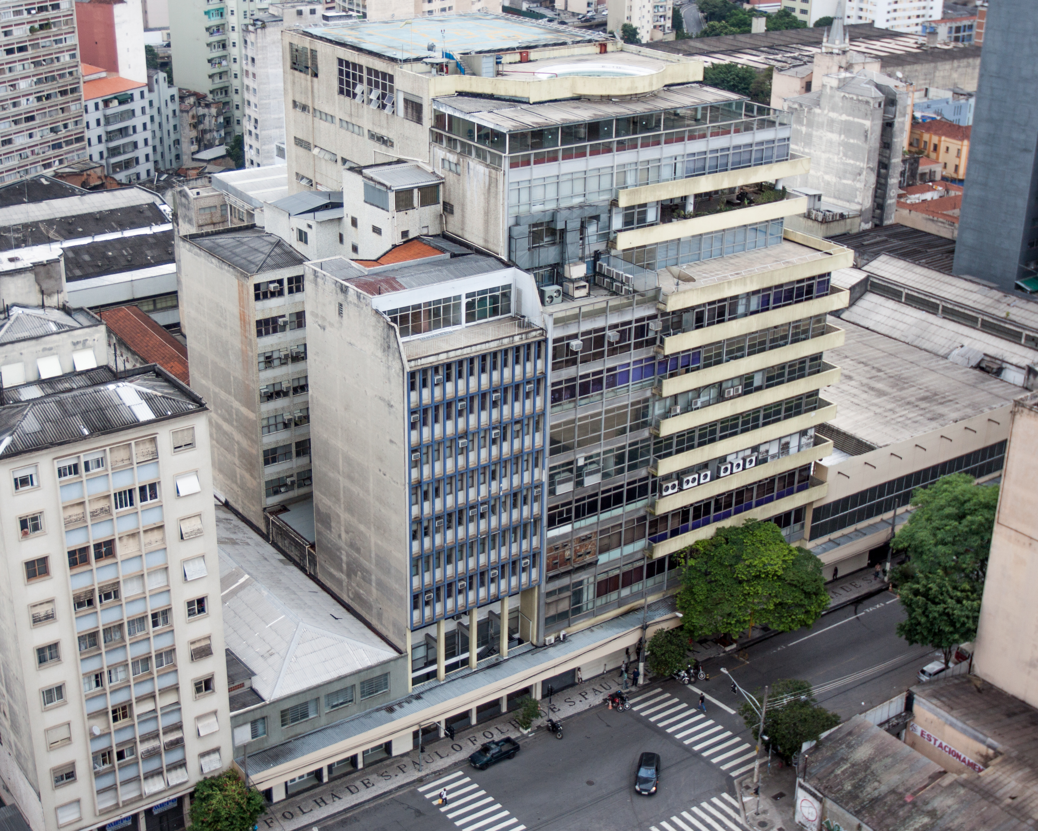 Current headquarters of Grupo Folha in São Paulo, where the newspapers that would later become Folha de S.Paulo started being printed in 1950, and to where they moved their newsrooms in 1953.