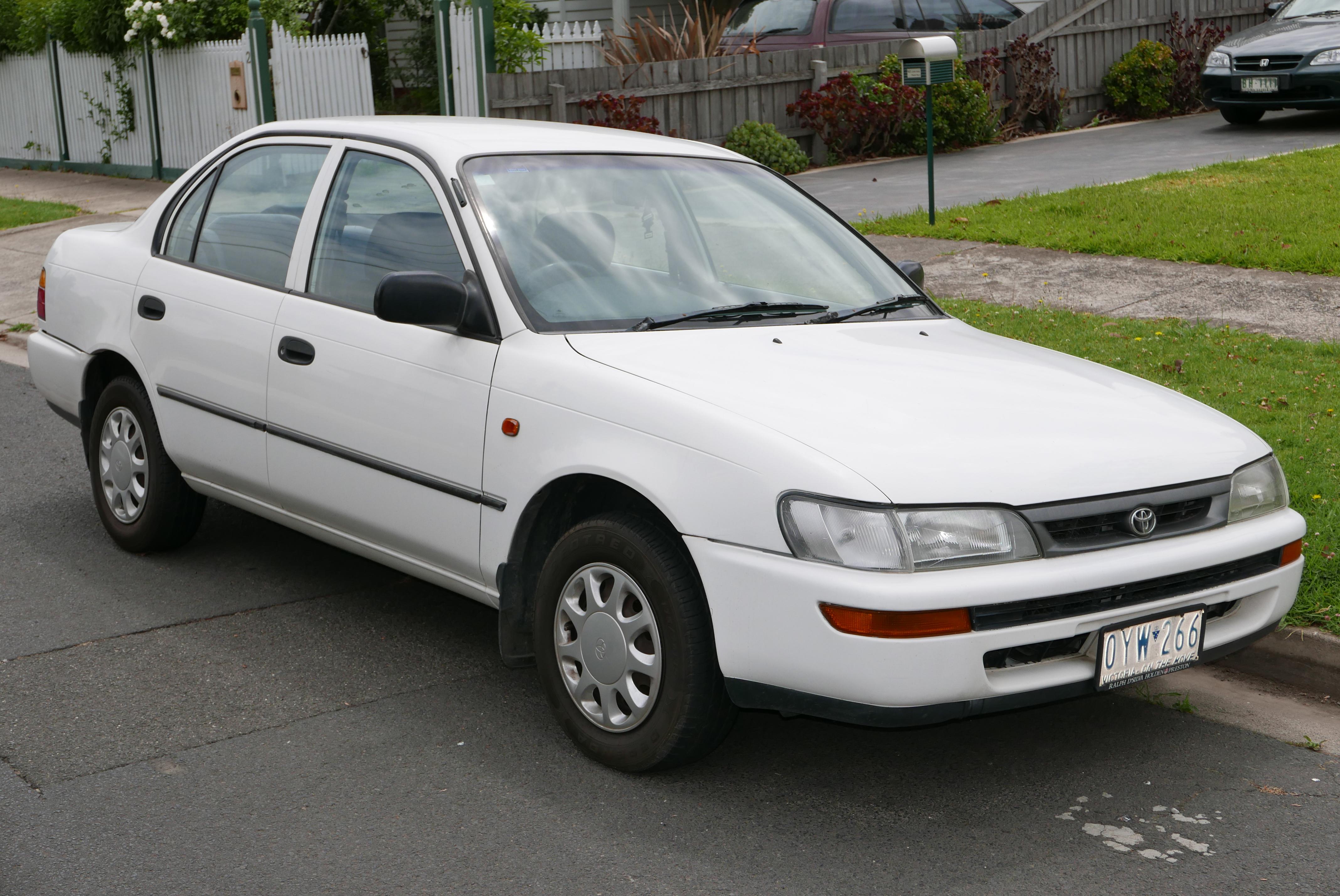 File:1998 Toyota Corolla (AE101R) CSi sedan (2016-01-04