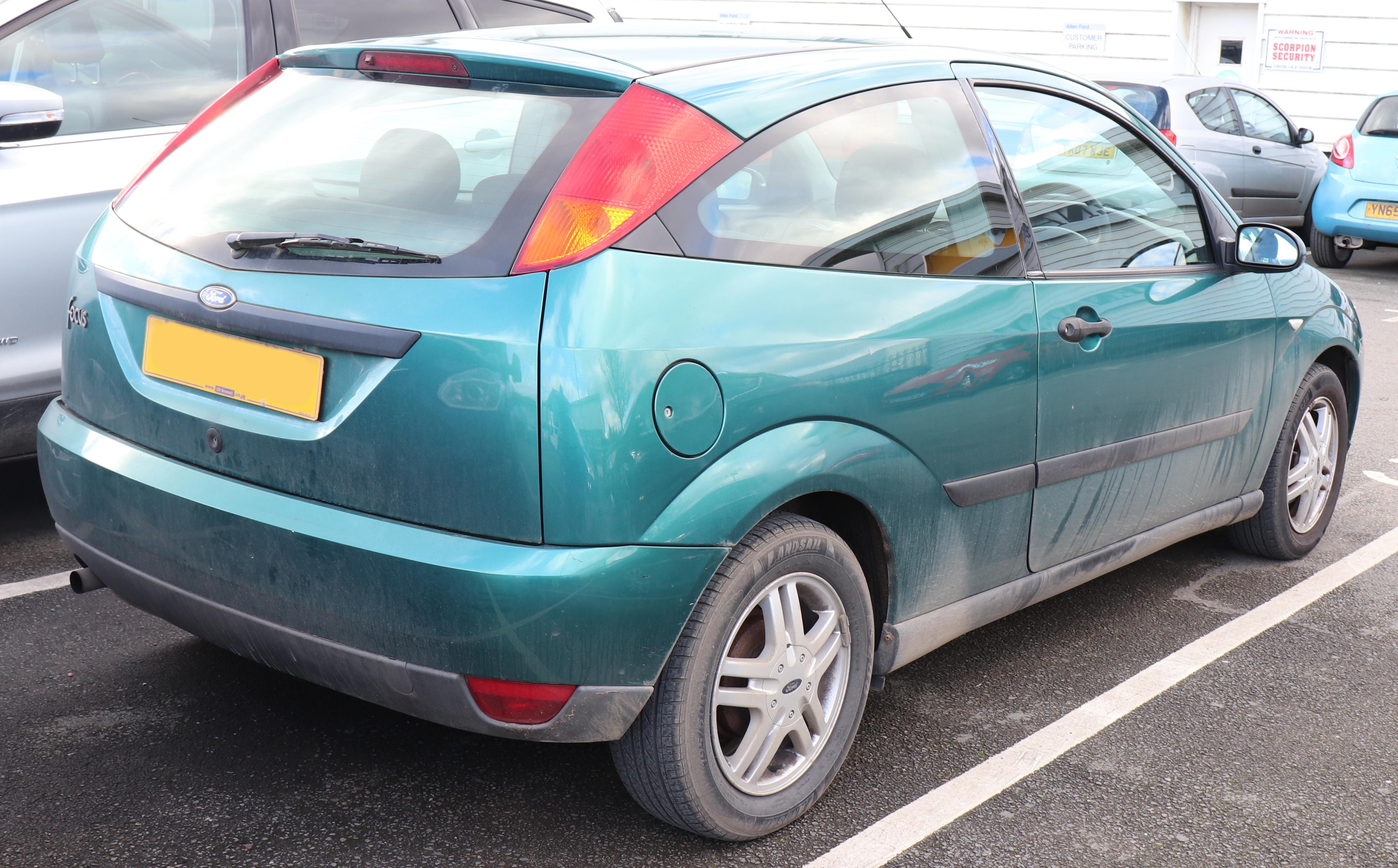 File2000 ford focus zetec 1 6 rear jpg