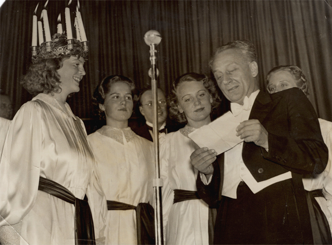 File:Albert Szent-Gyorgyi at the Santa Lucia feast in Stockholm 1937.jpg