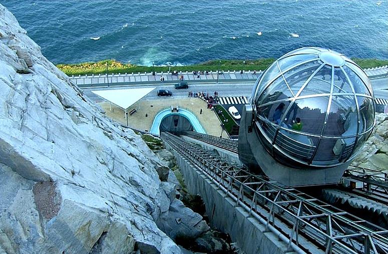 File:Ascensor ó monte San Pedro, A Coruña.jpg - Wikimedia Commons