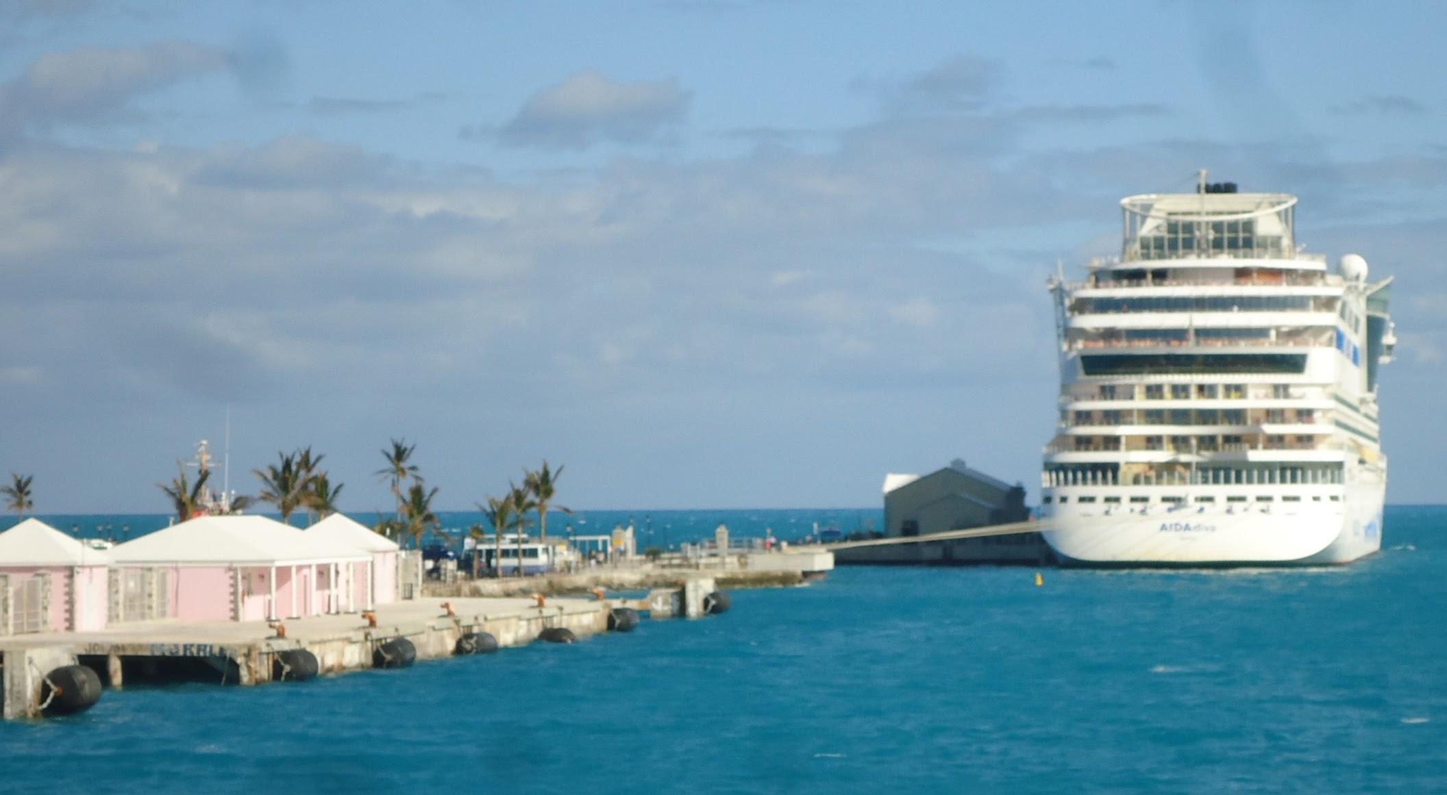 FileBermuda UK Image Number Cruise Ship AIDA Docked Near - Cruise ship bermuda