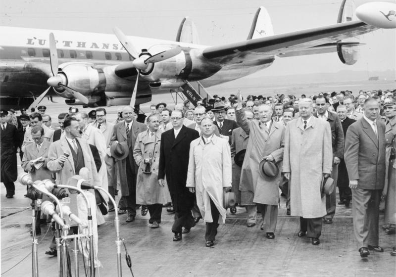 File:Bundesarchiv Bild 146-2005-0141, Köln-Wahn, Rückkehr Konrad Adenauer aus Moskau.jpg