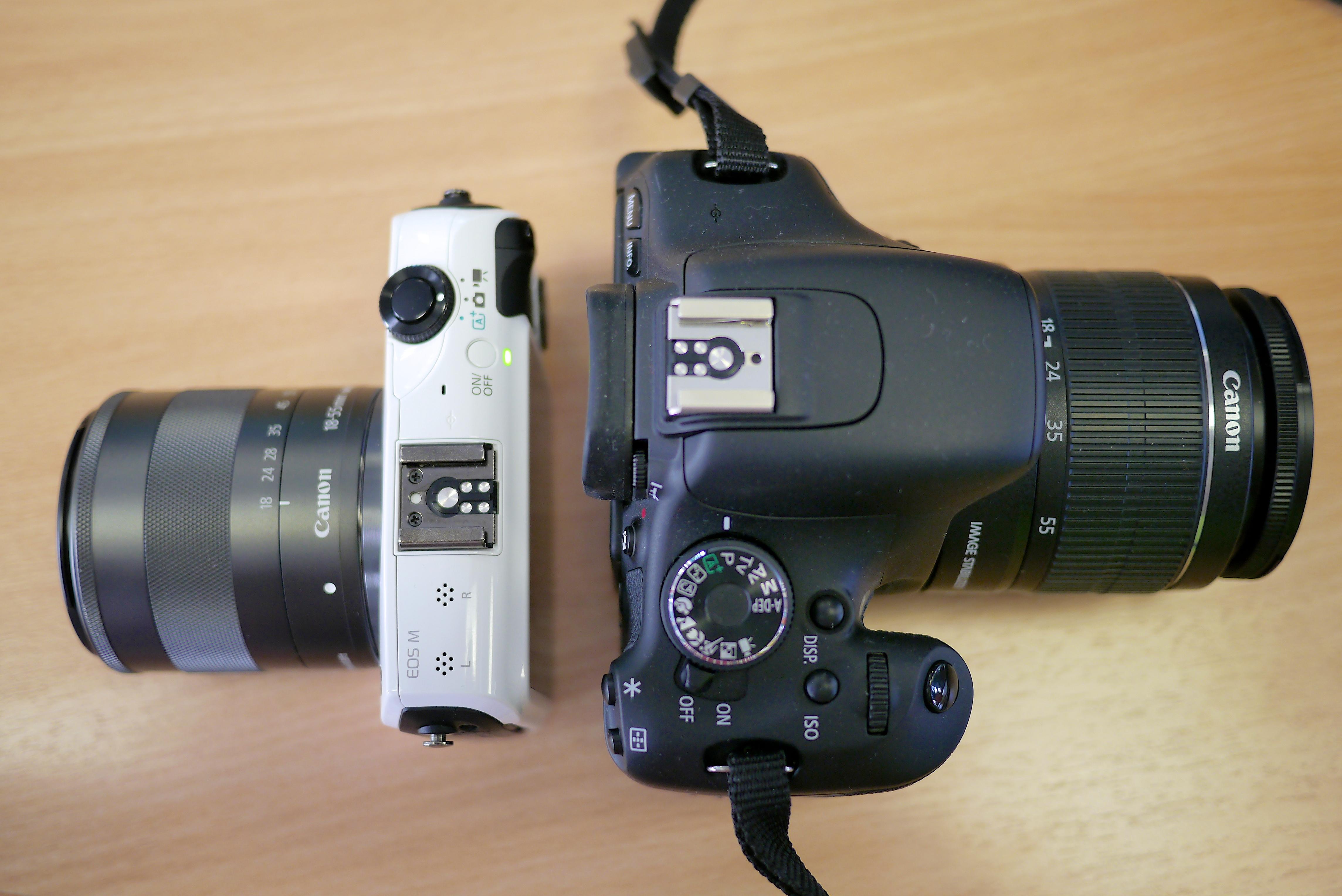 File canon eos m vs canon eos 600d top view jpg for Housse canon eos 600d