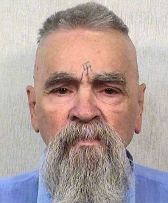 The 83-year old son of father Walker Scott and mother Kathleen Maddox, 188 cm tall Charles Manson in 2018 photo