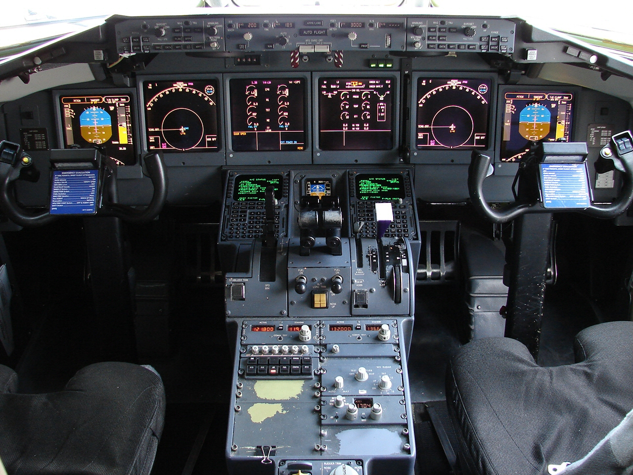 file cockpit of boeing 717 4044023759 jpg wikimedia commons