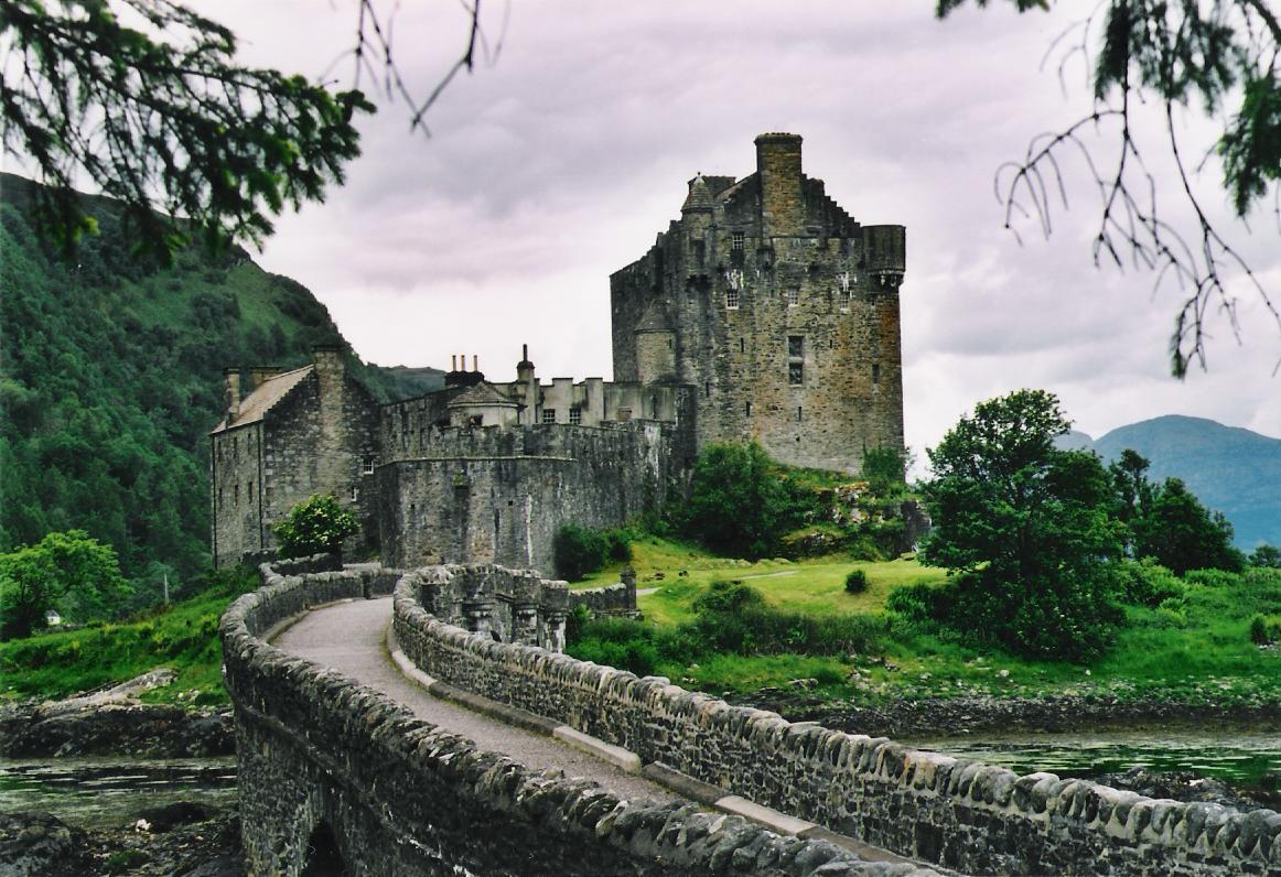 castle in scotland: